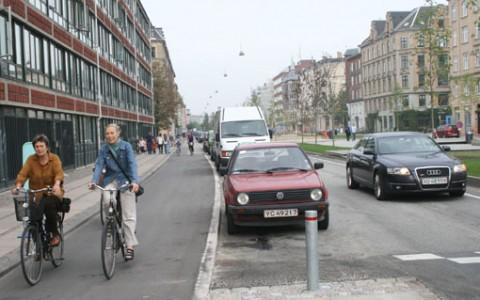 http://www.baltobikeclub.org/images/agorapro/attachments/96/IMG-0199-bike-lane-1.jpg