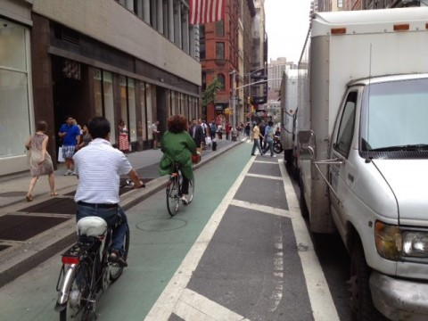 http://www.baltobikeclub.org/images/agorapro/attachments/96/NYC-buffered-bike-lane-in-action.jpg